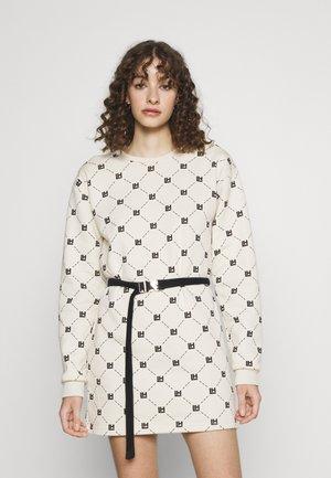 MONOGRAM NUDE LONGSLEEVE DRESS - Vapaa-ajan mekko - beige/black