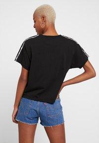 Levi's® - VARSITY TEE - Print T-shirt - meteorite - 2