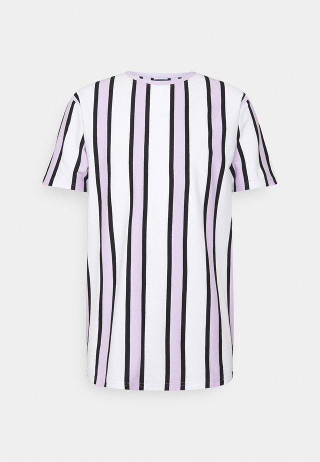 RAMIREZ TEE - T-shirt imprimé - white/pastell lilac/black