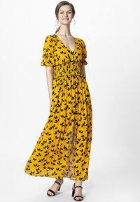 Apart - PRINTED DRESS - Robe longue - yellow/black - 1