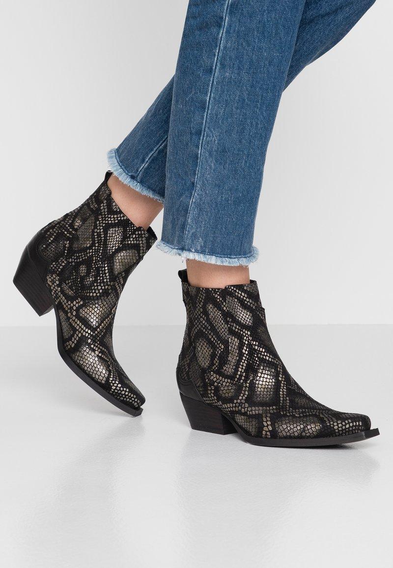 Lazamani - Kovbojské/motorkářské boty - black