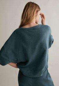 OYSHO - Sweatshirt - dark blue - 4