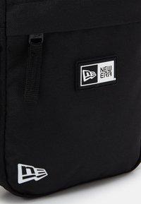 New Era - SIDE BAG - Bandolera - black - 3