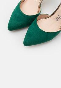 Menbur - Classic heels - green - 5