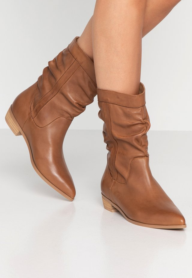 NILE - Cowboy/biker ankle boot - tan
