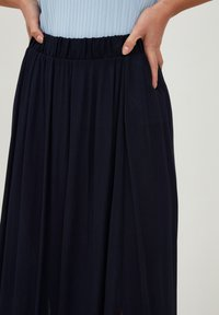 ICHI - IHMARRAKECH - Pleated skirt - new total eclipse - 2