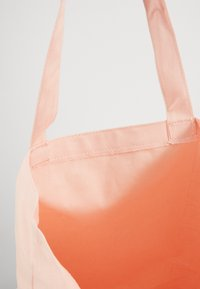 Nike Sportswear - HERITAGE UNISEX - Tote bag - washed coral/washed coral/white - 5