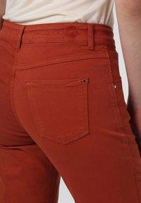 MAC Jeans - Trousers - terra - 2