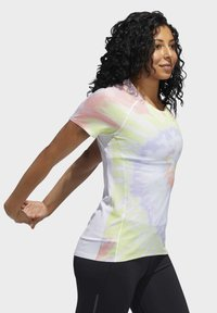 adidas Performance - RISE UP 'N RUN SANTA MONICA T-SHIRT - Print T-shirt - red - 2