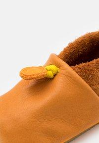 POLOLO - AMIGO UNISEX - Chaussons pour bébé - indian summer - 5
