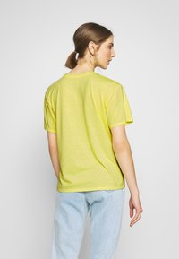 American Eagle - JOY TEE - Triko s potiskem - yellow