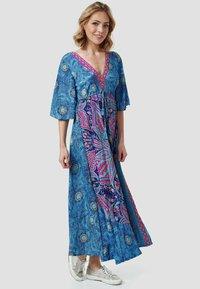 Zuitable - Maxi dress - blue - 0
