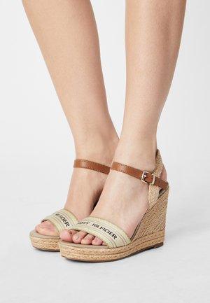 ARTISANAL - Korkeakorkoiset sandaalit - stone