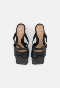 Missguided - TOE POST STRAPPY QUILTED SOLE MULES - Klapki - black - 5