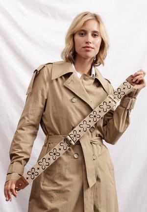 MIT LOGO-STICKEREI  - Other accessories - beige