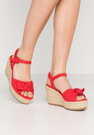 Sandalias con plataforma - red