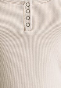 Tommy Jeans - HENLEY TEE - Basic T-shirt - smooth stone - 2