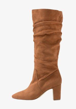 Vysoká obuv - nutt
