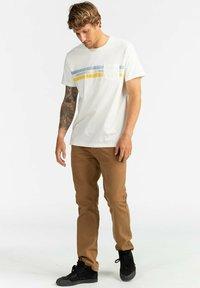 Billabong - SPINNER - Print T-shirt - off white - 1