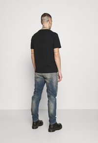 Diesel - D-VIDER - Relaxed fit jeans - medium blue - 2