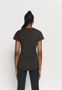 Puma - TRAIN FAVORITE TEE - T-shirt basique - black - 2