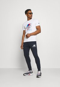 New Balance - ESSENTIAL STACK LOGO  - Tracksuit bottoms - eclipse - 1