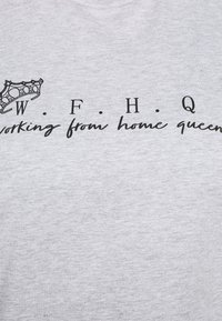 CAPSULE by Simply Be - SLOGAN T-SHIRT - Print T-shirt - grey - 5