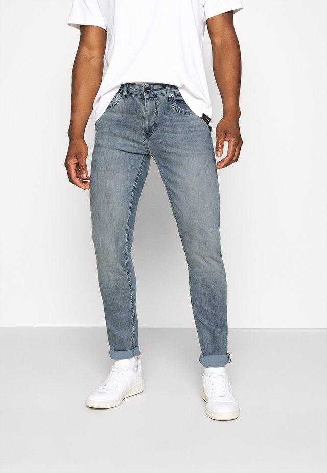 BLAST LONDON MAGNETTE - Slim fit jeans - grey blue