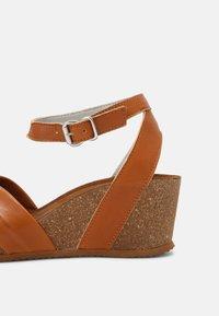 Bullboxer - Wedge sandals - tann - 7