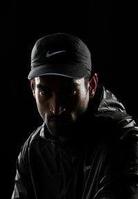 Nike Performance - AERO UNISEX - Lippalakki - black - 4