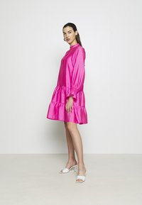 Cras - SELMACRAS DRESS - Sukienka letnia - magenta - 1
