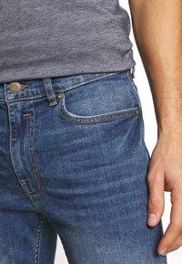 Burton Menswear London - ORGANIC - Slim fit jeans - mid blue - 3