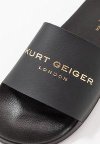 Kurt Geiger London - LEWIS SLIDER - Mules - black/white - 5