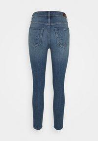 Hollister Co. - CURVY MED SHRED - Jeans Skinny Fit - blue - 5