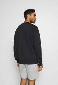 Under Armour - RIVAL CREW - Mikina - black - 2