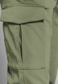 Jack & Jones - Cargo trousers - deep lichen green