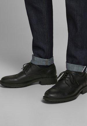 Sznurowane obuwie sportowe - anthracite