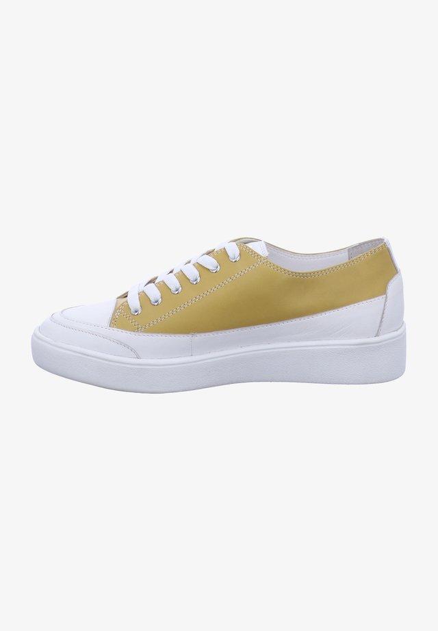 LILLI - Sneakers laag - gelb-kambi
