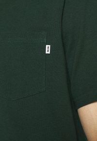 Wood Wood - BOBBY POCKET  - Jednoduché triko - dark green - 4