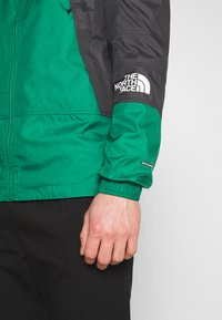 The North Face - LIGHT WINDSHELL JACKET - Tuulitakki - evergreen/black - 5