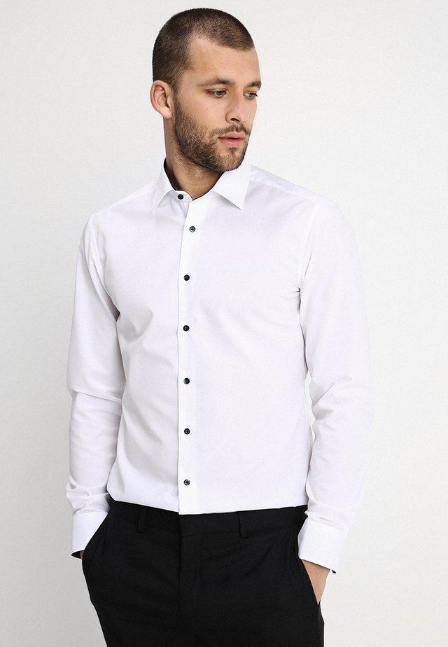SLIM FIT MODERN KENT KRAGEN  - Camisa elegante - white