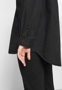 Cotton On Curve - CURVE LONGLINE  - Button-down blouse - washed black - 6