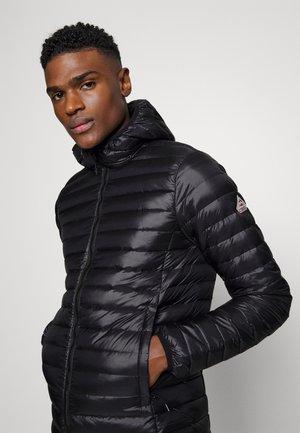 BRUCE HOODED - Gewatteerde jas - black