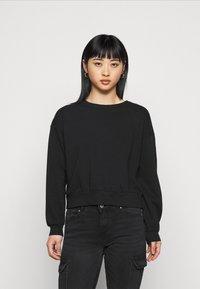 ONLY Petite - ONLCHRISSY LIFE BOXY - Sweatshirt - black - 0