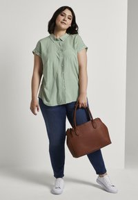 MY TRUE ME TOM TAILOR - SHORT DROP SLEEVE  - Button-down blouse - green offwhite stripes - 1