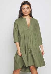 YAS Petite - YASMERIAN DRESS PETITE ICONS - Sukienka letnia - four leaf clover - 0