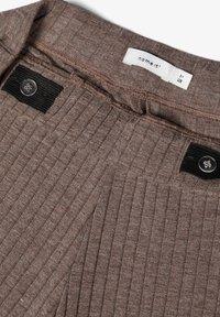 Name it - MIT WEITEM BEIN 7/8-LANGE GERIPPTE - Trousers - deep taupe - 3