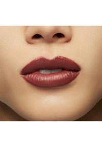 MAC - LOVE ME LIQUID LIPCOLOUR - Liquid lipstick - coffee & cigs - 3