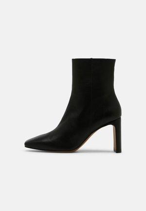 Classic ankle boots - volga