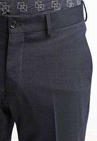 Tiger of Sweden - HERRIS - Pantalon de costume - dark blue - 4